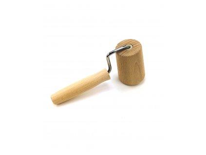134399 2 dreveny valecek na testo jednorucni
