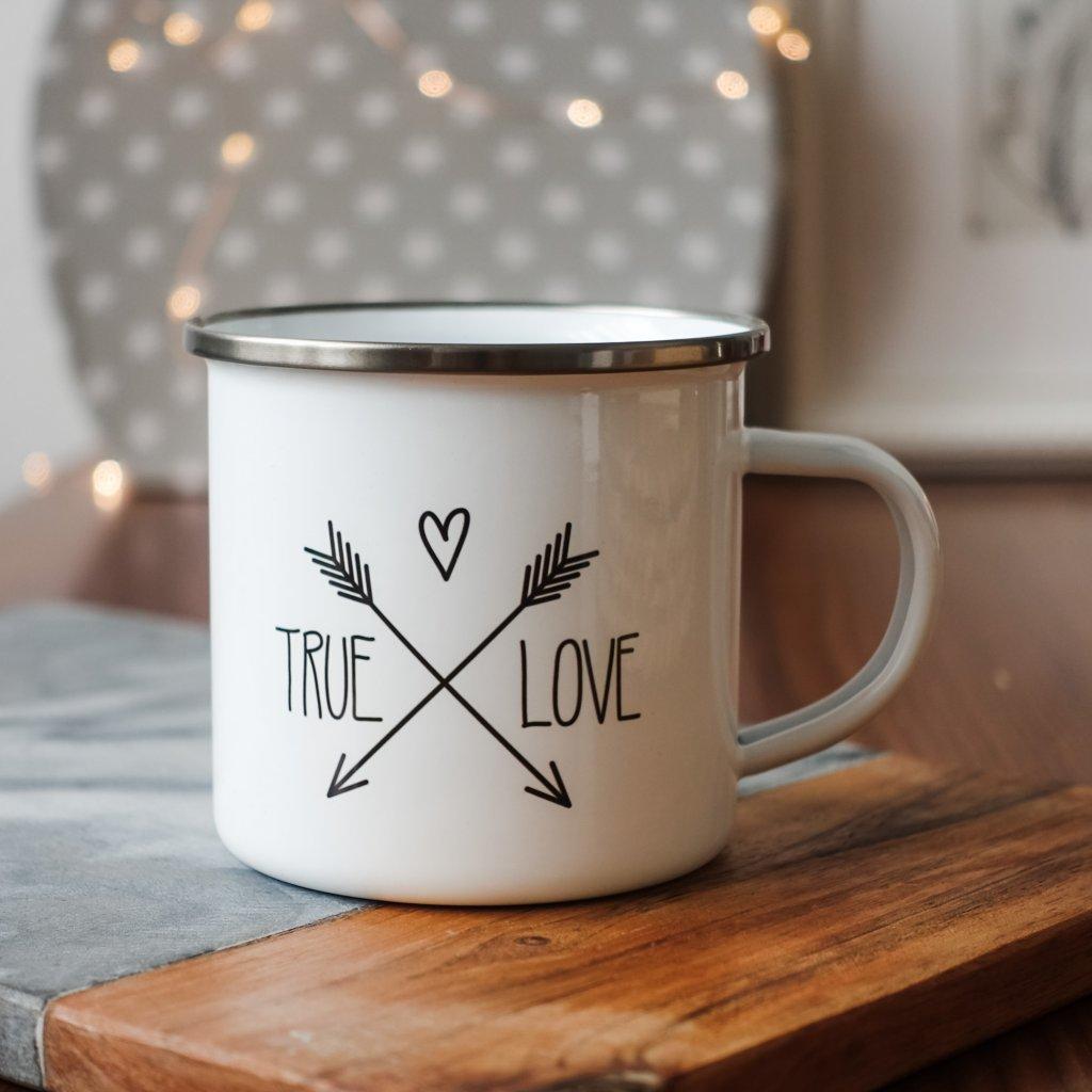 Bílý smaltovaný plecháček s nápisem True Love 360ml