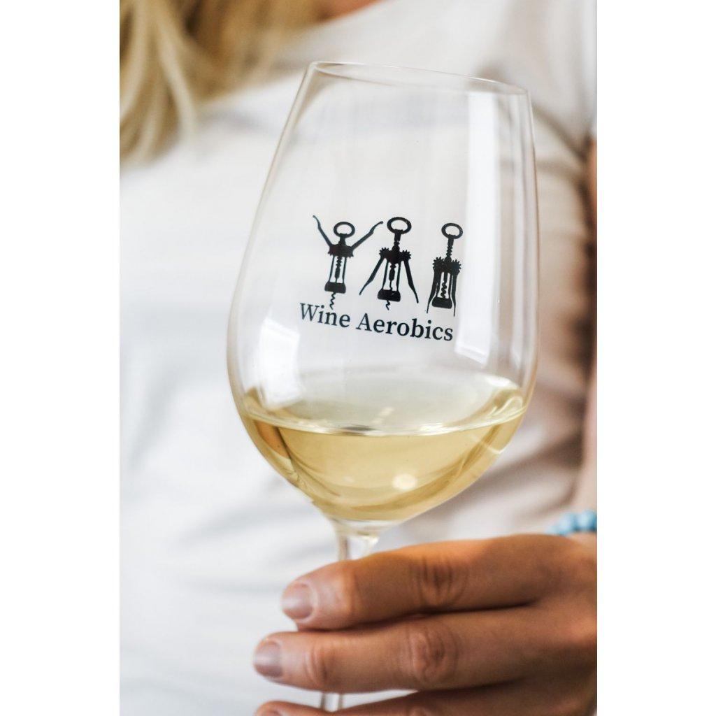 Sklenice na víno s nápisem Wine Aerobics 350ml