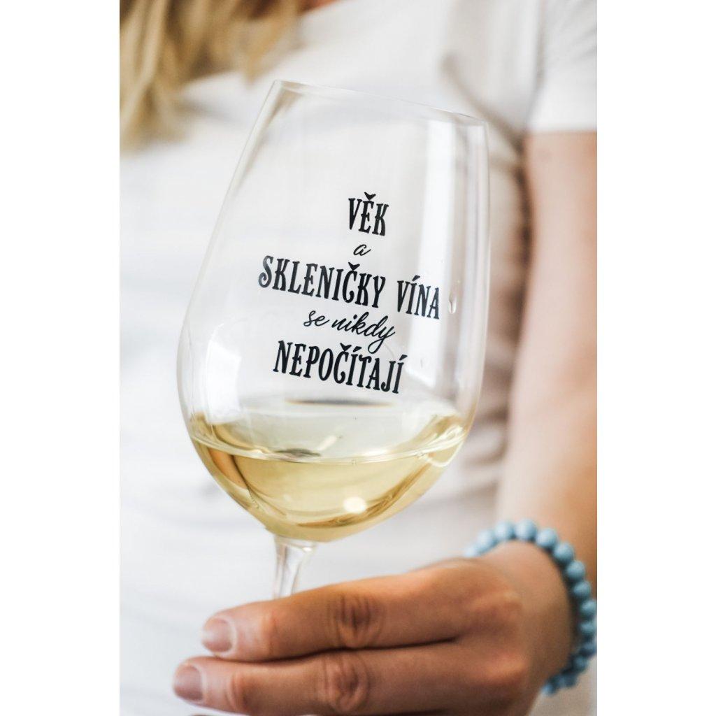 Sklenice na víno s nápisem Věk a skleničky vína se nikdy nepočítají 350ml