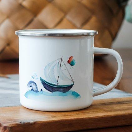 Bílý smaltovaný plecháček s plachetnicí na moři a delfínem 360ml