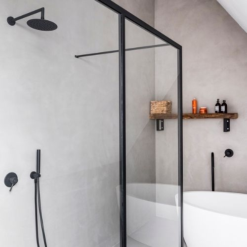 Betonová stěrka do sprchového koutu