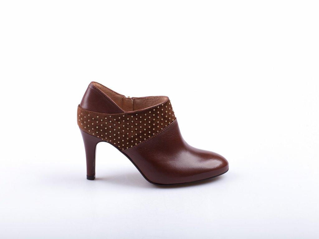 hnědé kotníkové boty