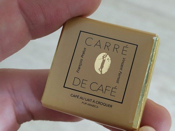 latte do kapsy vypada jako cokolada ale je to kavolada s pridavkem kavy arabica