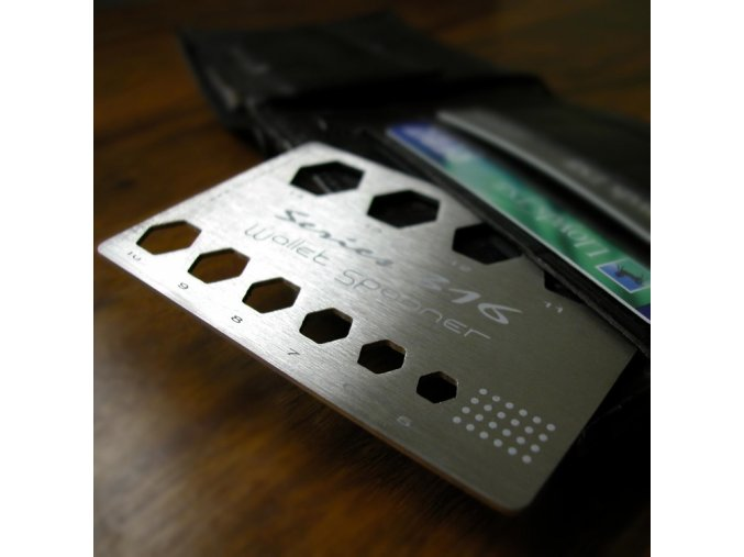 Karta do peněženky – klíč na matky