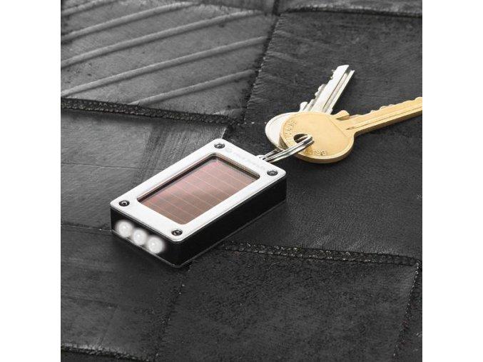 Solární baterka na klíče