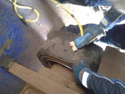 Rezanie dezénu na 9 palcovej pneumatike