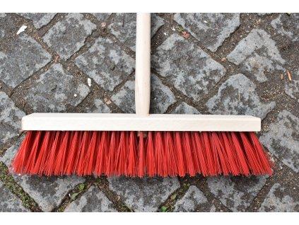 Dřevěná košťata s násadou (smetáky)