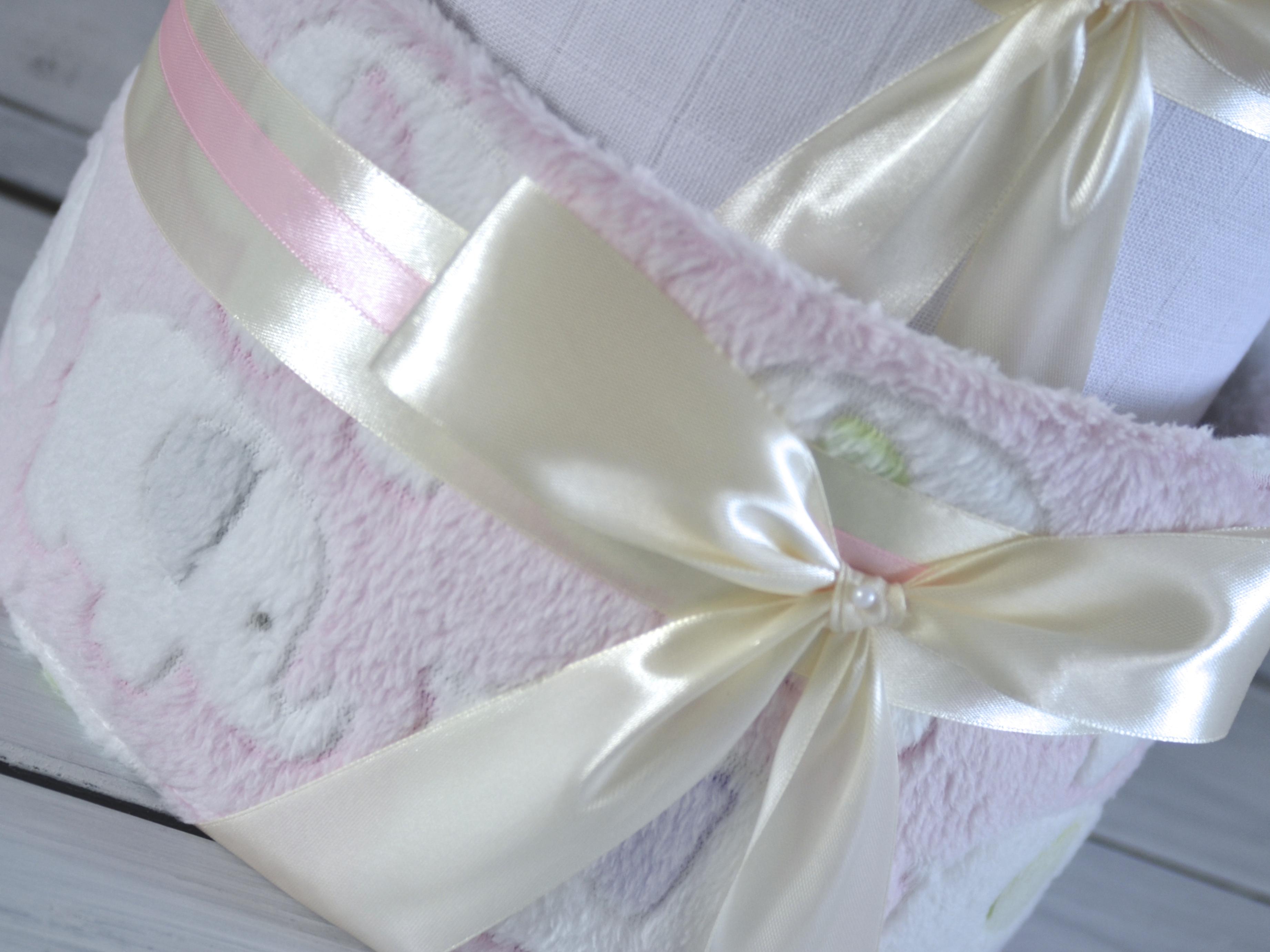 Růžová deka se sloníky nově i na dvoupatrovém plenkovém dortu