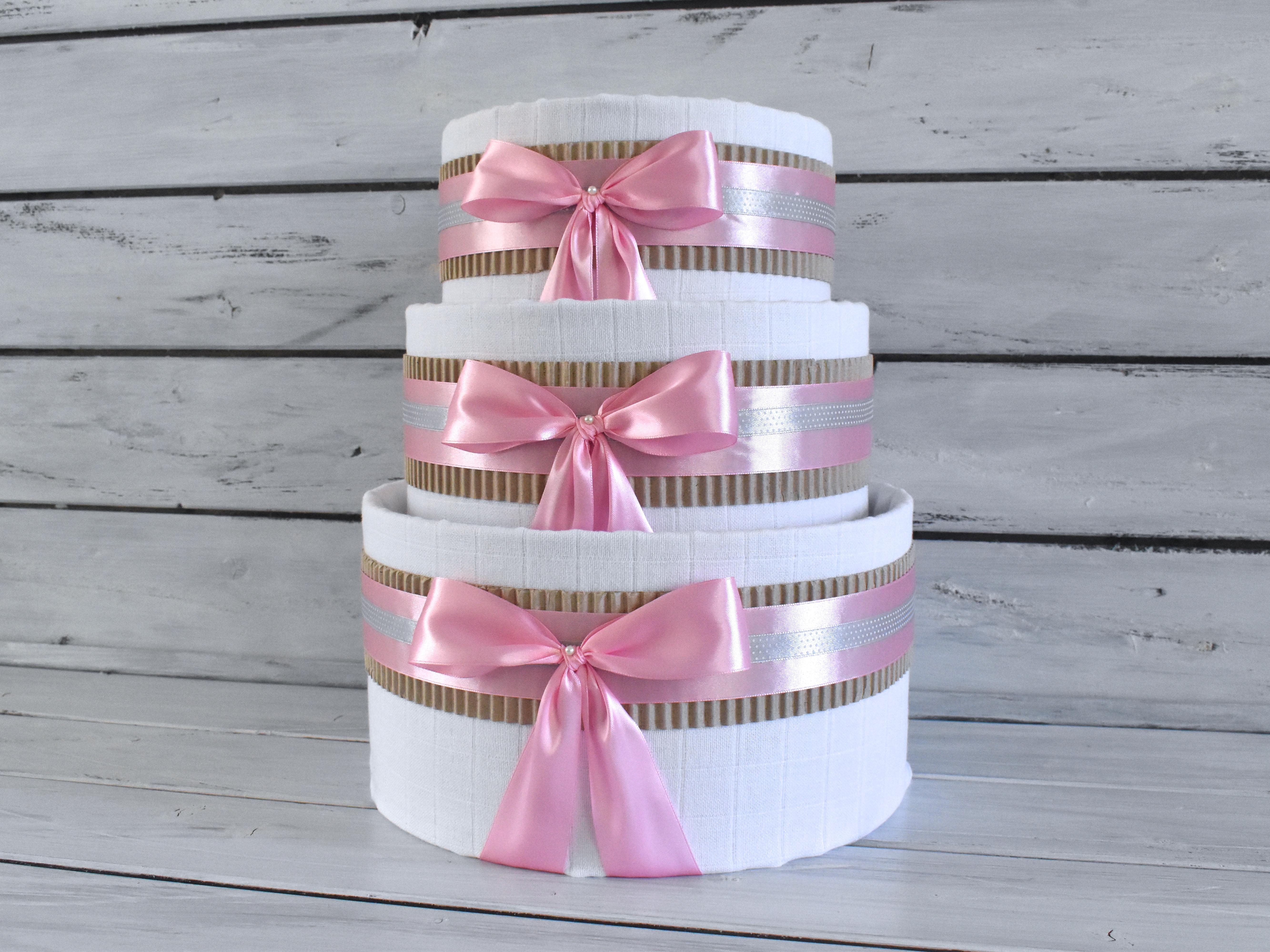 Nové plenkové dorty tvořené hlavně z plenek Pampers Premium Care