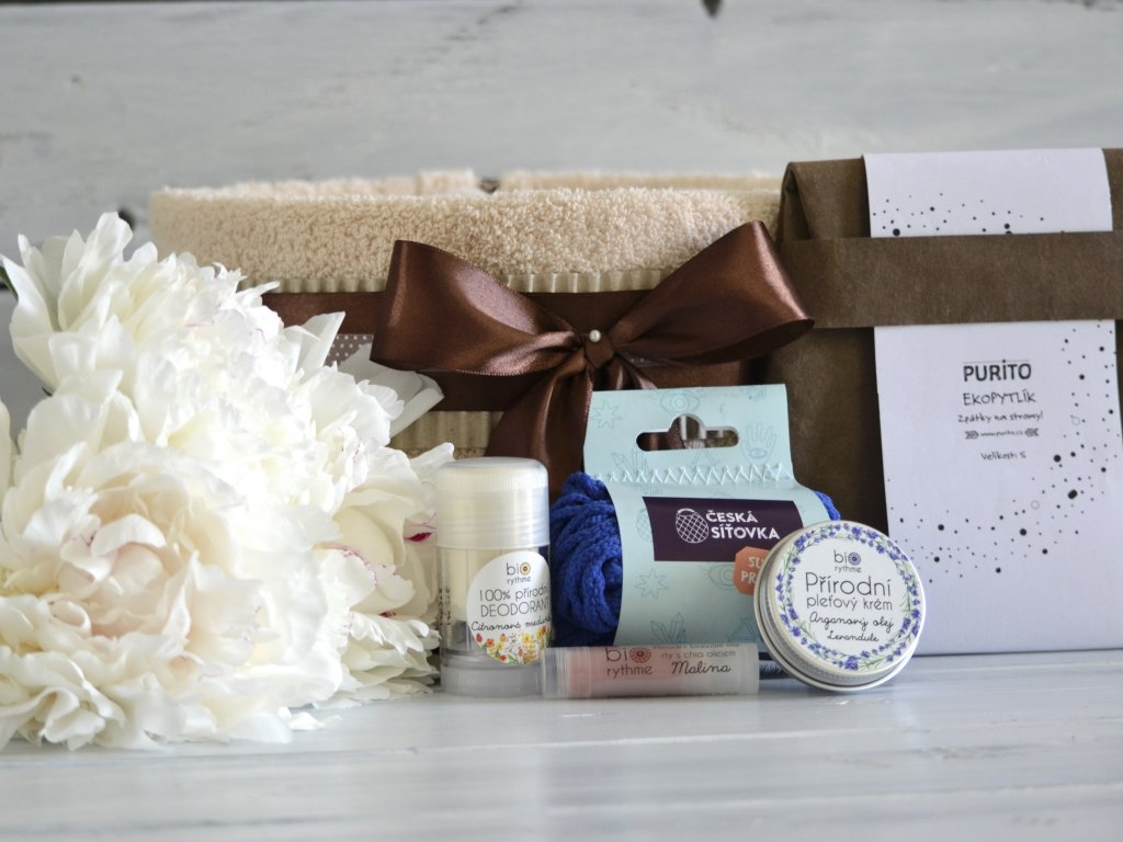 Jednopatrový ručníkový dort s přírodní kosmetikou, českou síťovkou a Eko pytlíkem
