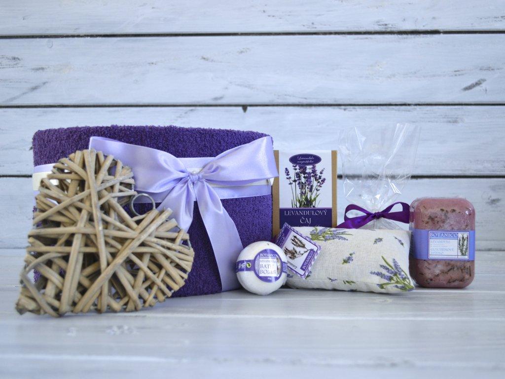 Jednopatrový ručníkový dort levandule