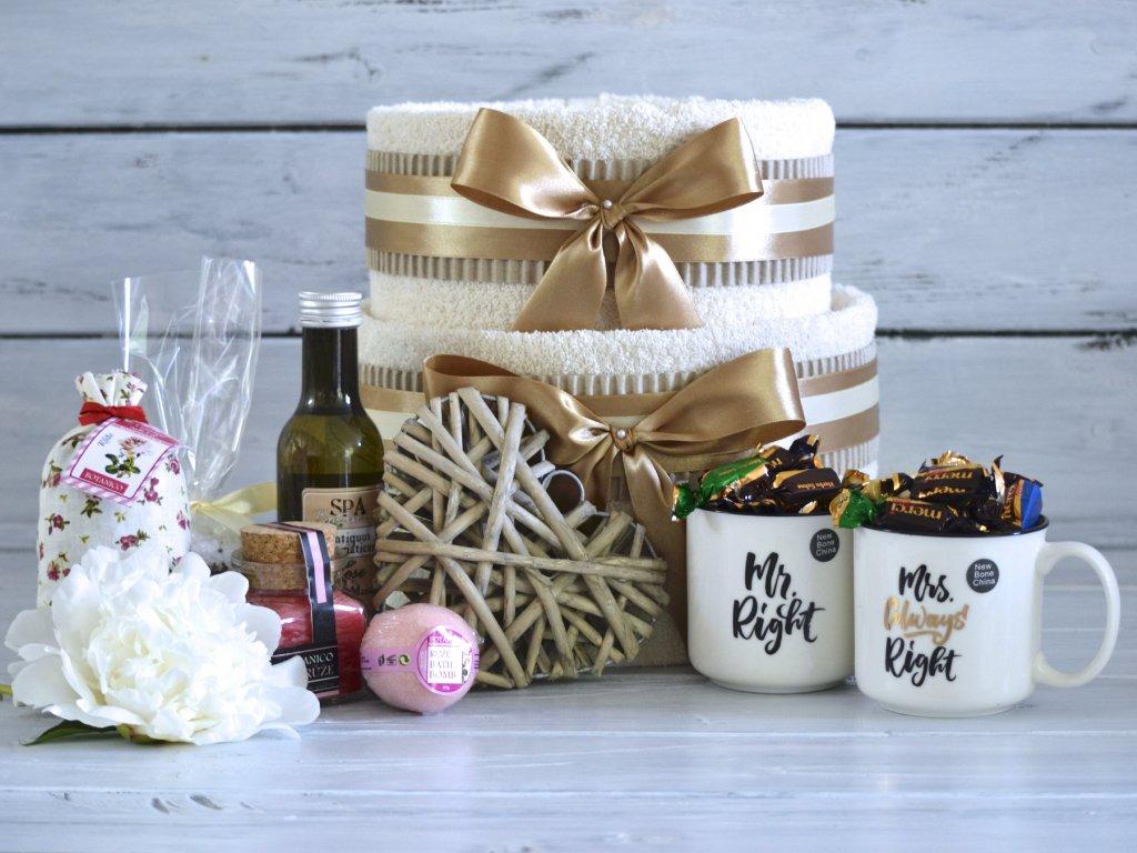 Dvoupatrový svatební ručníkový dort s hrnečky