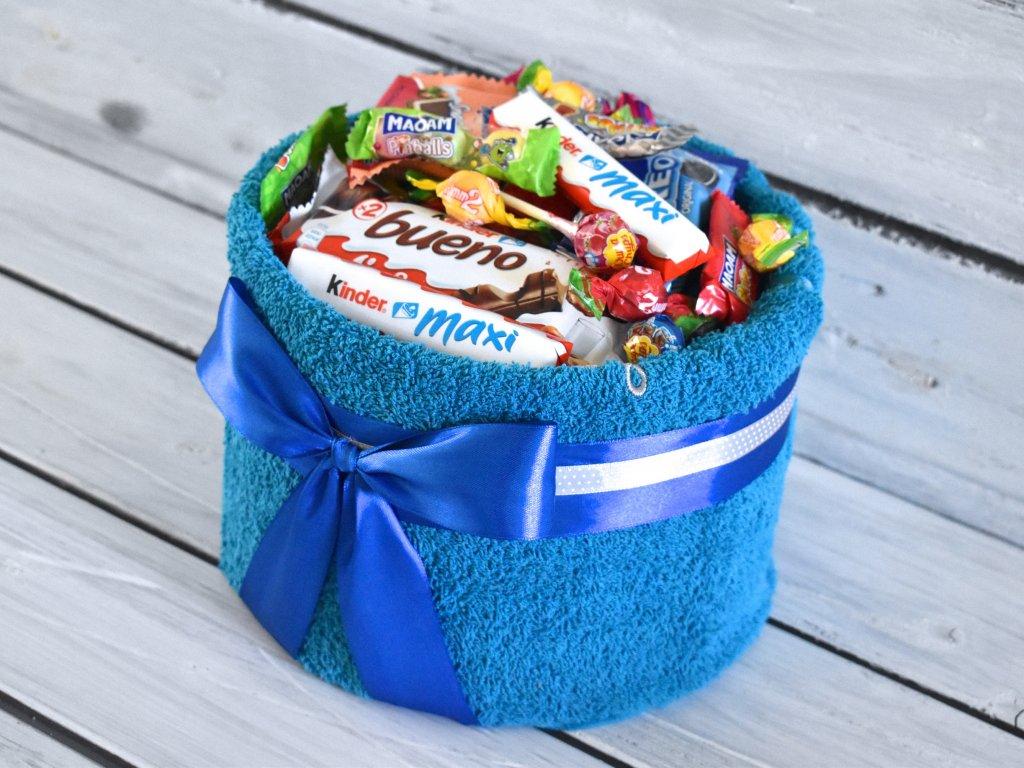 Ručníkový dort plný sladkostí větší