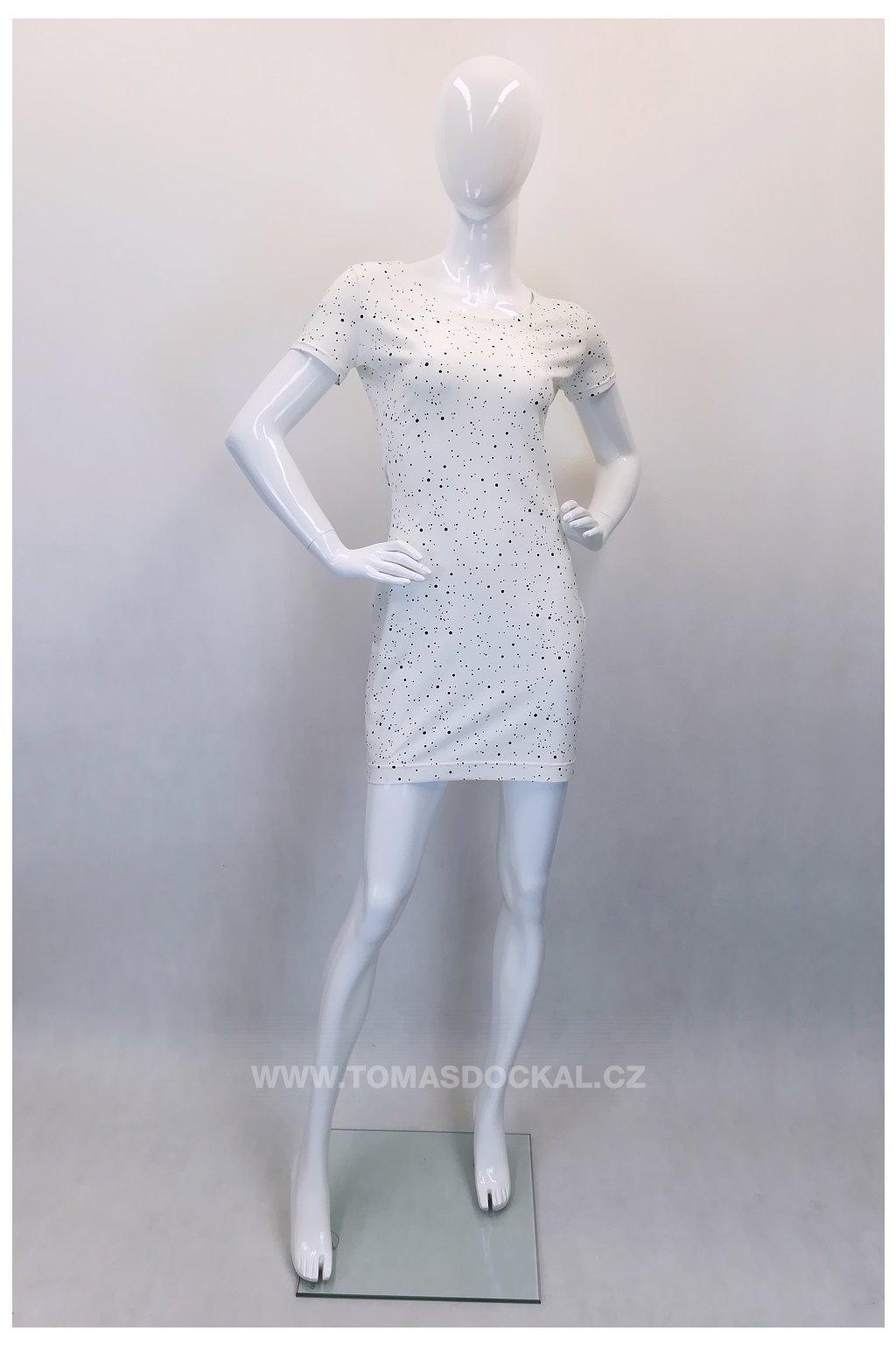 bílé šaty s puntíky