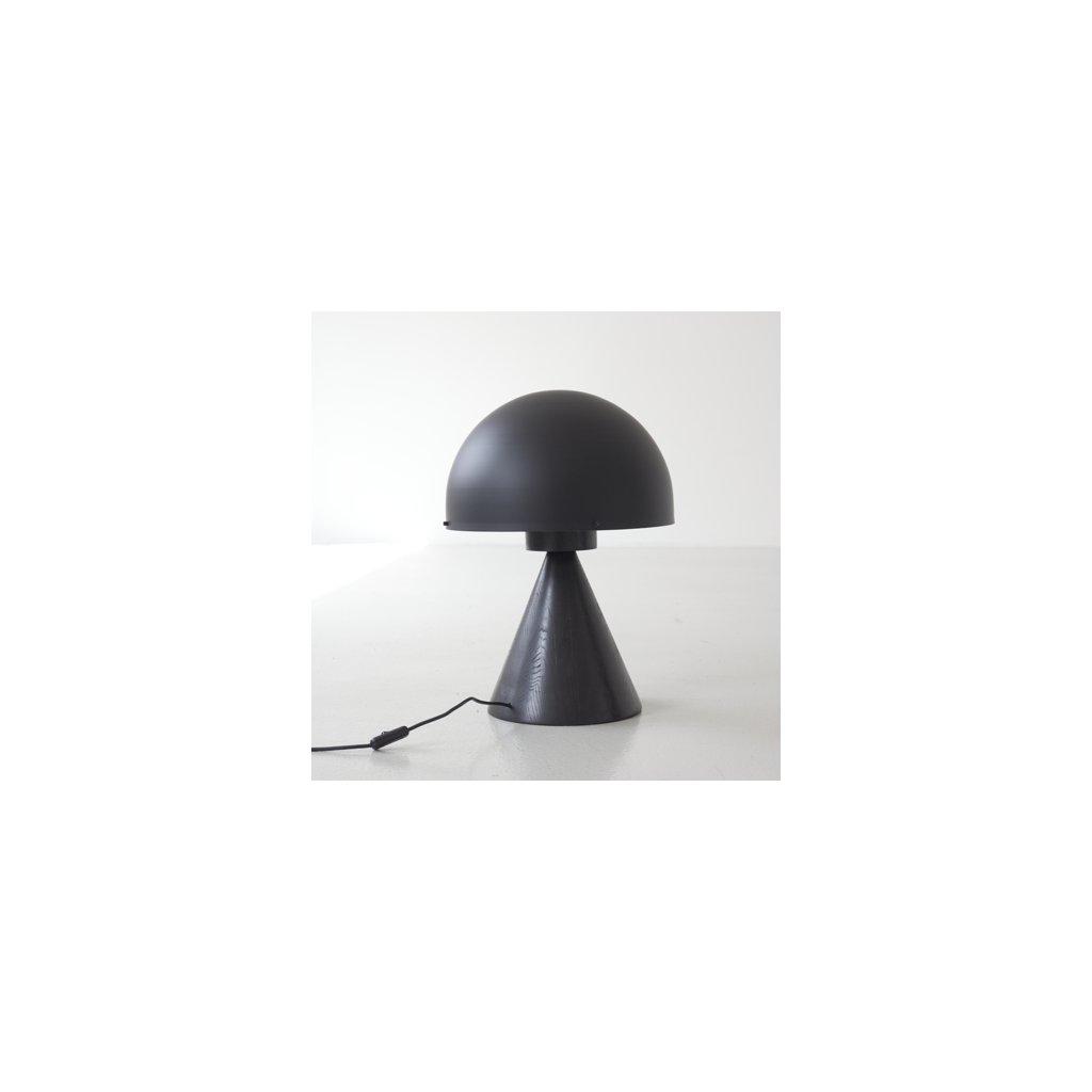 Černá stolní lampa