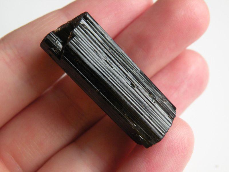Černý turmalín skoryl, kámen, účinky, vlastnosti, význam, znamení, obrázky