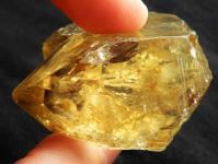 Sytě žlutý citrín z Vysočiny z naleziště Kněževes