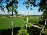 Pohled na obec Kněževes - známé naleziště drahých kamenů