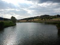 Nový rybník nedaleko cesty do Hatí