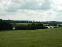 Pohled do krajiny s rybníkem Kuchyň