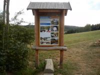 Informační panel v geoparku Bory