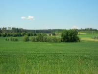 Pohled do krajiny s železničním viaduktem