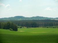 Krásný výhled na kopcovitou krajinu v okolí Cyrilova