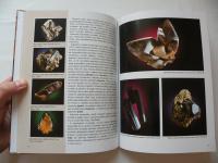 Kniha - Minerály Borů a Cyrilova - fotografie krystalů záhněd, živců a černých turmalínů skorylů