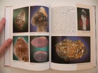 Kniha - Minerály Borů a Cyrilova - fotografie růženínů, hypoparalelních záhněd - krystalů elestialů