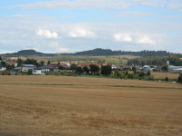 Kopce tyčící se nad Dolními Bory - směr Cyrilov