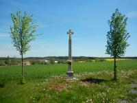 Boží muka - kříž na konci vesničky Kněževes