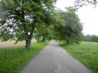 Odbočka z hlavní silnice k vesnici Suky
