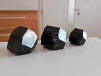Černý turmalín skoryl působí nejen dekorativně v prostoru, ale zajistí i přirozené odrušení elektrosmogu a el. záření
