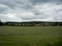 Na polích v okolí vesnice se našly záhnědy, citríny, křišťály, černé a červené turmalíny