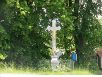 Kamenný kříž u hlavní silnice směr Žďár nad Sázavou