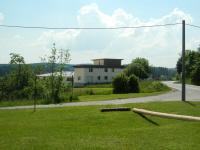 Zemědělská farma pana Nevrkly na kraji obce Rousměrov