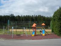 Dětské hřiště na okraji nové zástavby obce