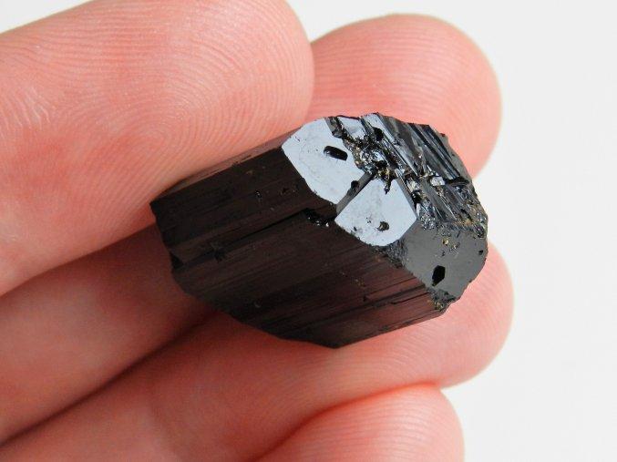 zajímavě ukončený černý turmalín