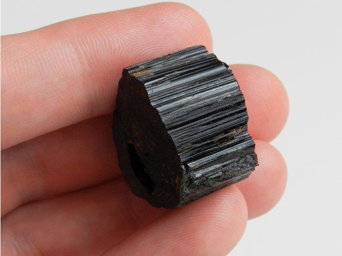turmalin skoryl cerny kamen ryhovani prirody pravy cisty energie leciva ochránce elektrosmog 1