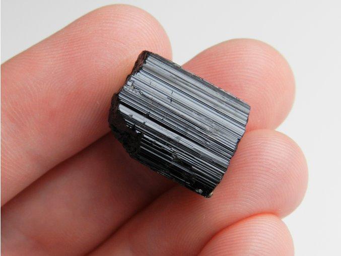 cerny turmalin skoryl lecivy mineral ceske republiky 1