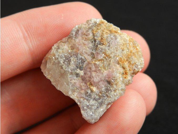ruzovy turmalin rubelit prirodni kamen cesky dobra voda vysocina obrazky 1