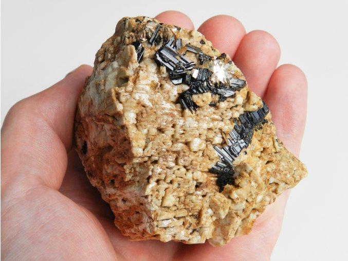 cerne turmaliny skoryly albit estetika vzorek sbirkovy kamen cesky vysocina obrazky 1