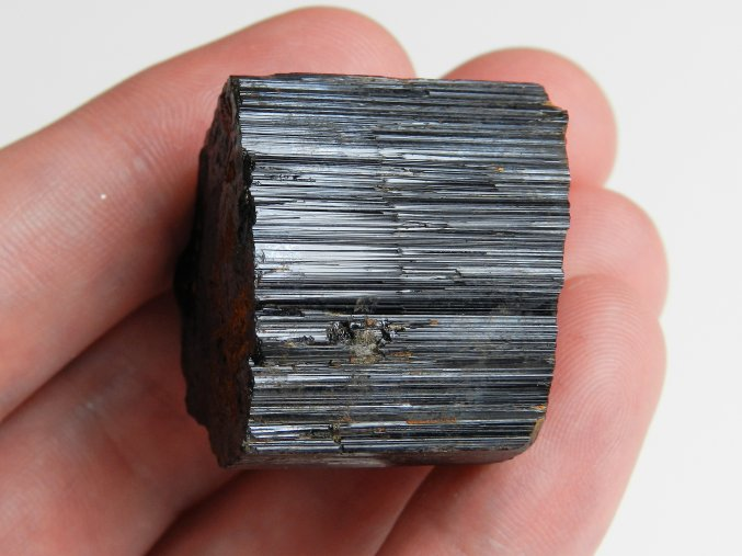 cerny polodrahokam vysociny prirodni surovy kamen obrazky 1