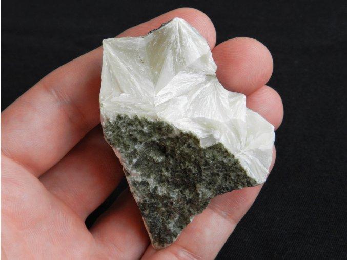 pektolit kostalov kamen mineral nerost bily vzacny obrazky 1