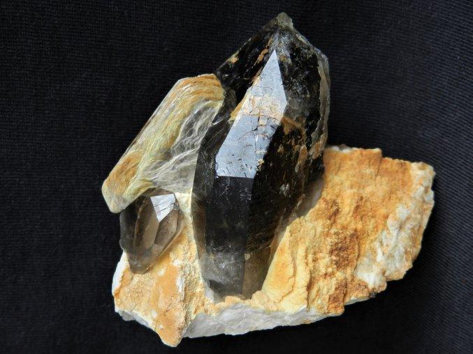 Mistrovský krystal morionu narostlý na estetické podložce - Isis
