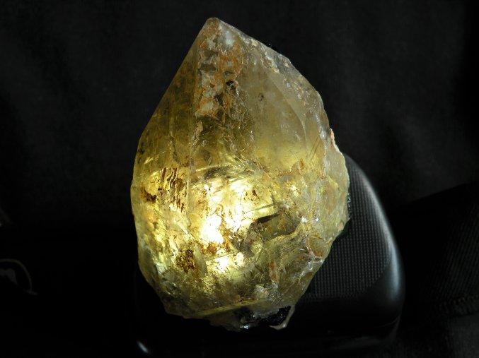 prirodni zahneda krystal prusvitna leskla vysocina obrazek 1