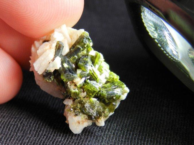 epidot albit sobotin pfarrerb jeseniky mineral zeleny krystaly prodej obrazky 1