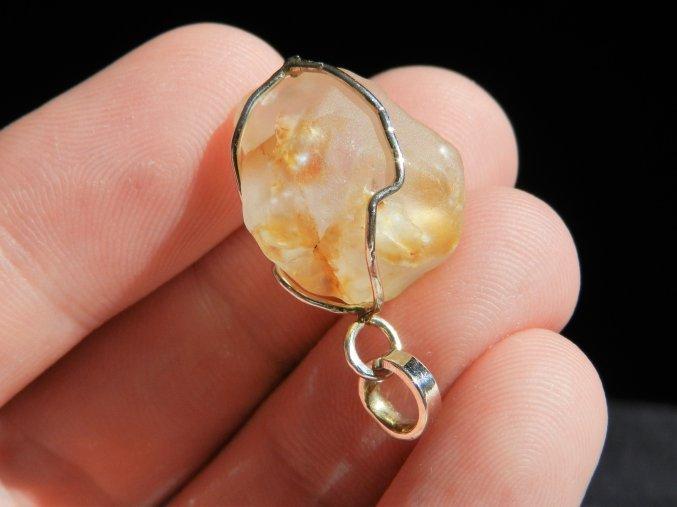 citrin stribrny privesek kaminek mineral zasazeny cesky pravy prirodni 1