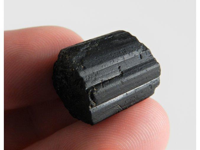 cerny turmalin skoryl kamen vysocina obrazky 1